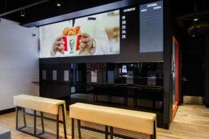 KFC открывает в Москве бесконтактный ресторан с роборукой
